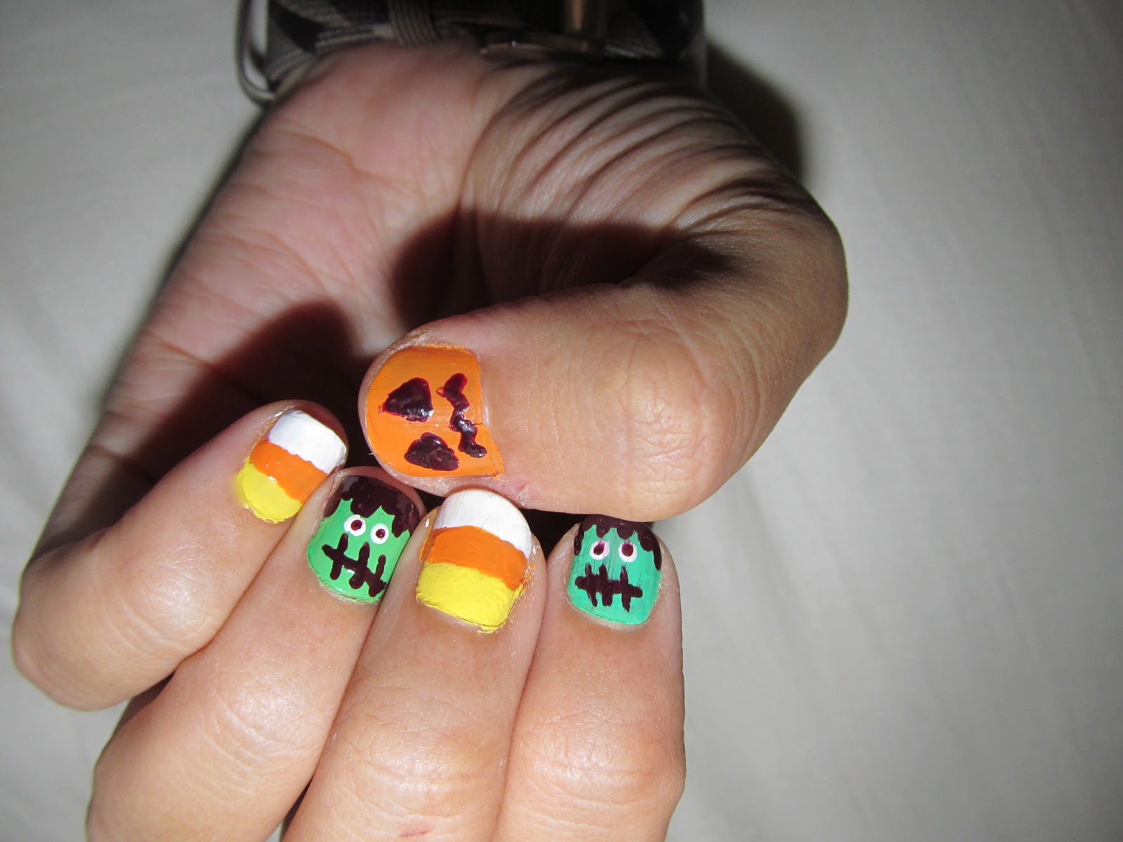 Hippie Chic Pao: Spooky Nails