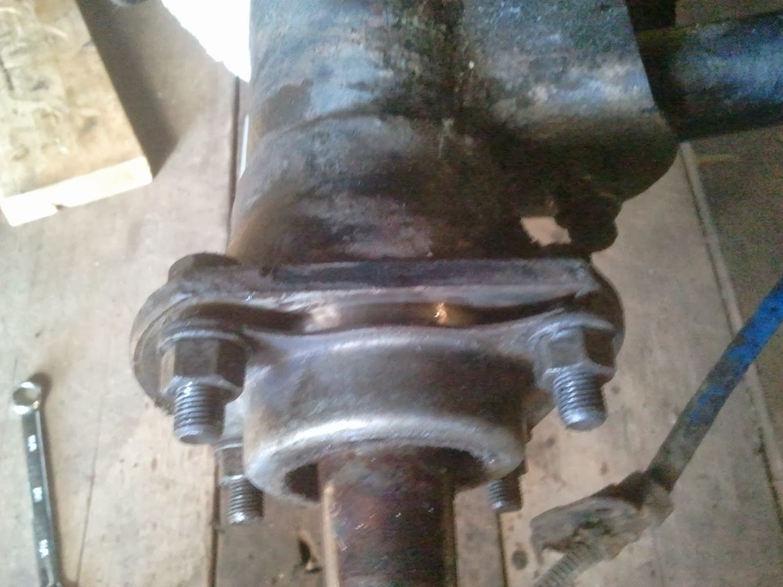 Outer race half way in Spicer 3010 axle housing Volvo Amazon