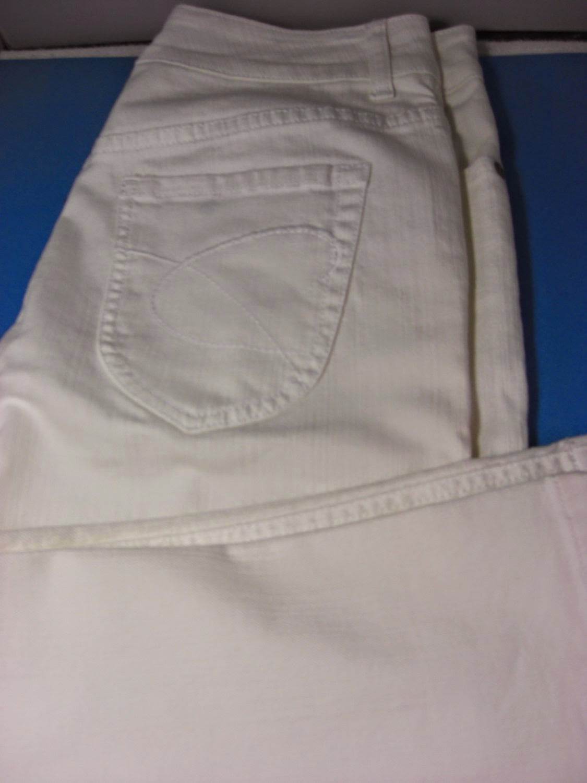 http://bargaincart.ecrater.com/p/22042991/chicos-platinum-charm-white-jeans