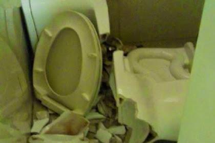 Seorang Pria Terluka Saat Toilet yang Digunakannya 'Meledak'