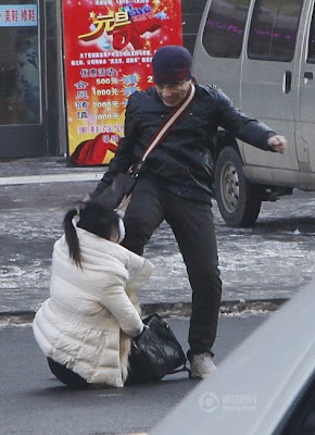 Pukul Kekasih Ala Kung Fu Tengah Jalan