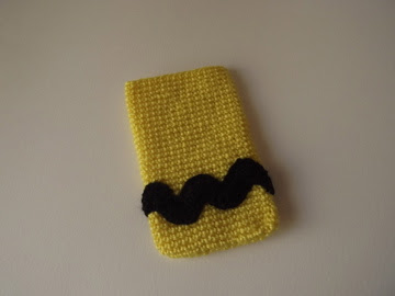 funda móvil crochet Charlie Brown