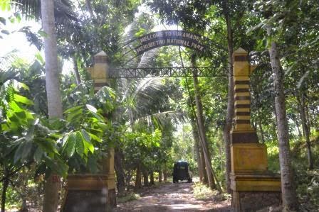 Gerbang masuk pantai Sukamade, Taman Nasional Meru Betiri, Banyuwangi.