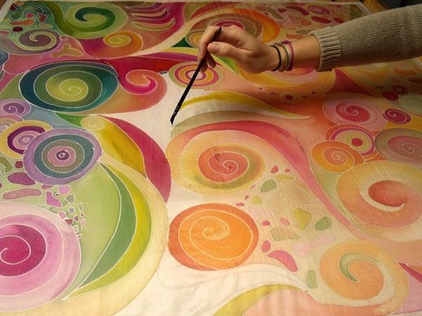 Selyemfestés tanfolyam a Silkyway selyemfestő műhelyben. Kezdő és haladó, illetve két napos selyemfestés workshop.