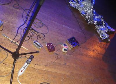 Kim Gordon - pedalboard - 2012