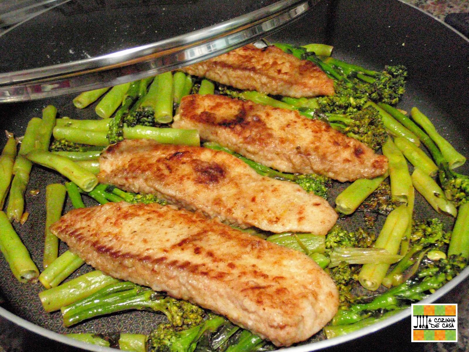 A cozinha de casa fil s de til pia grelhados com br colis for Comida para tilapia