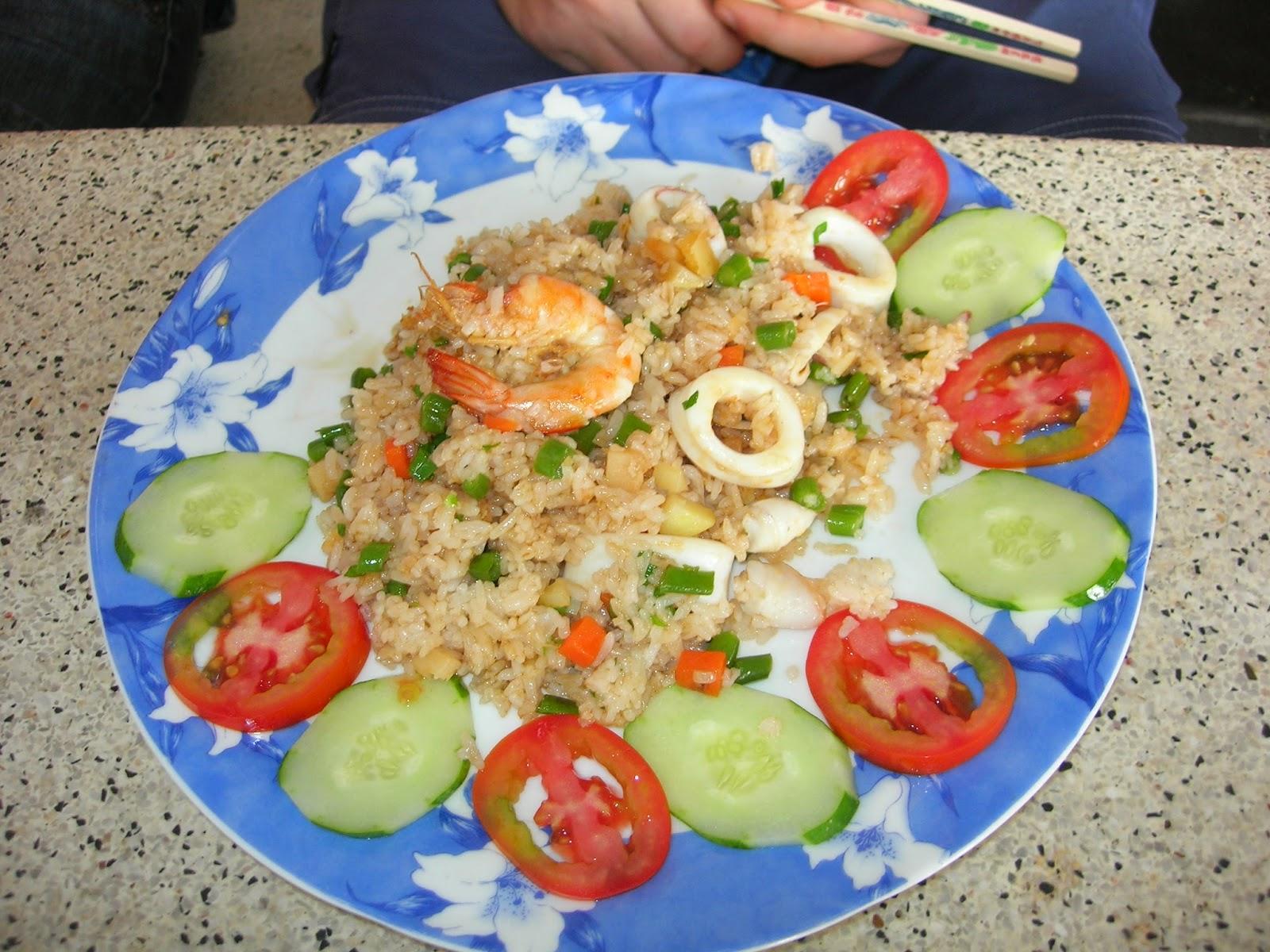 Жареный рис с море продуктами