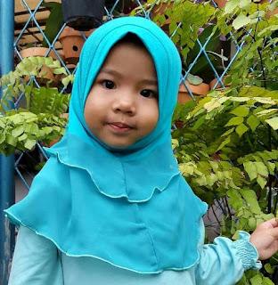 Foto Anak Perempuan Cantik Memakai Jilbab