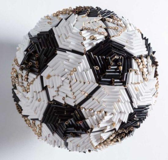 Federico Uribe esculturas lápis Bola de futebol