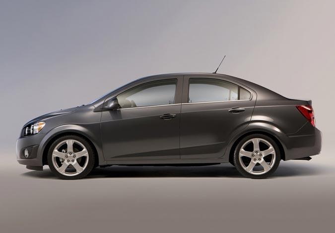 car i Chevrolet Sonic Sedan 2013