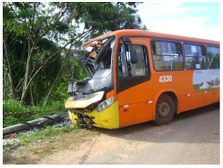 Acidente com ônibus no Cristina B deixa 4 Feridos
