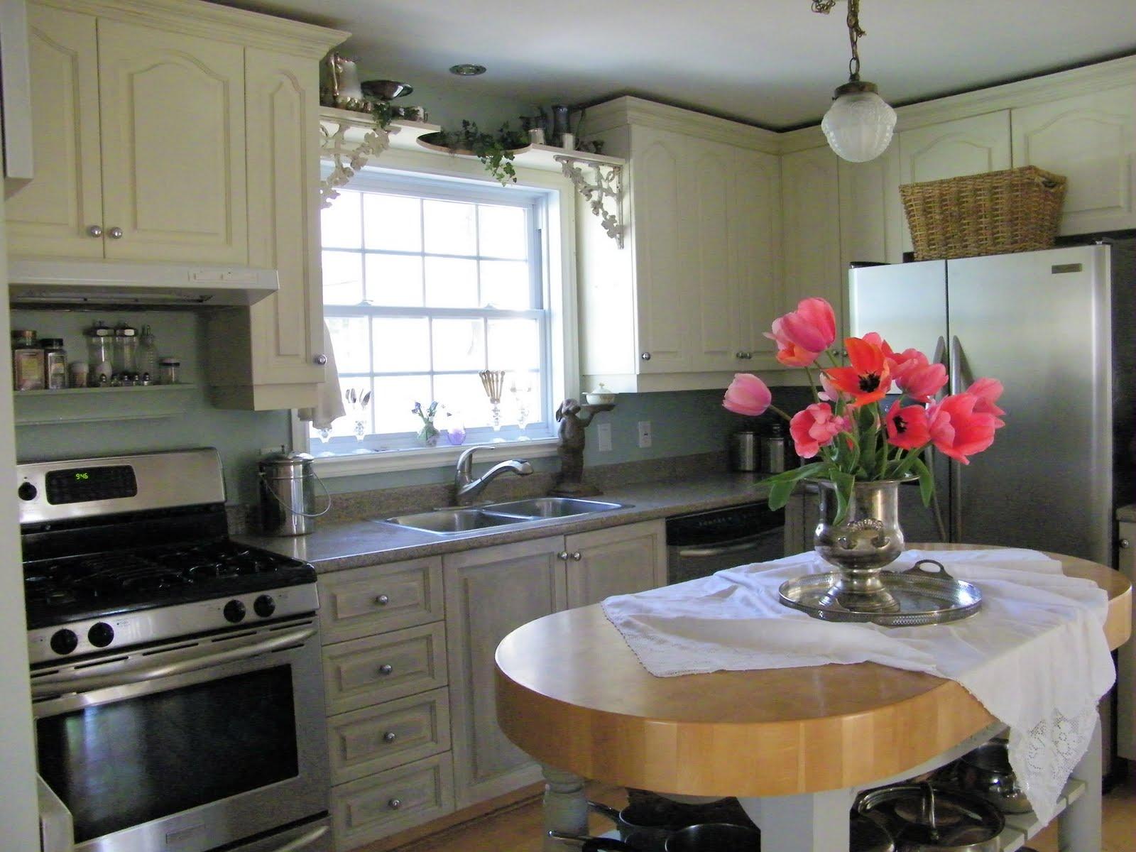 ShowMe White Kitchen Cabinets
