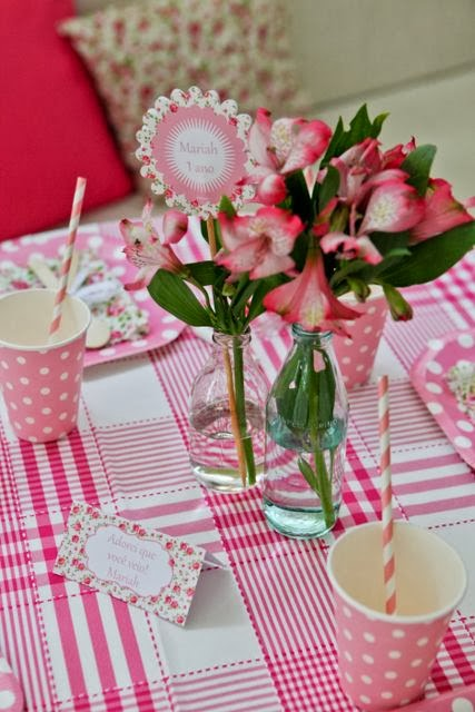 copos de papel poá rosa