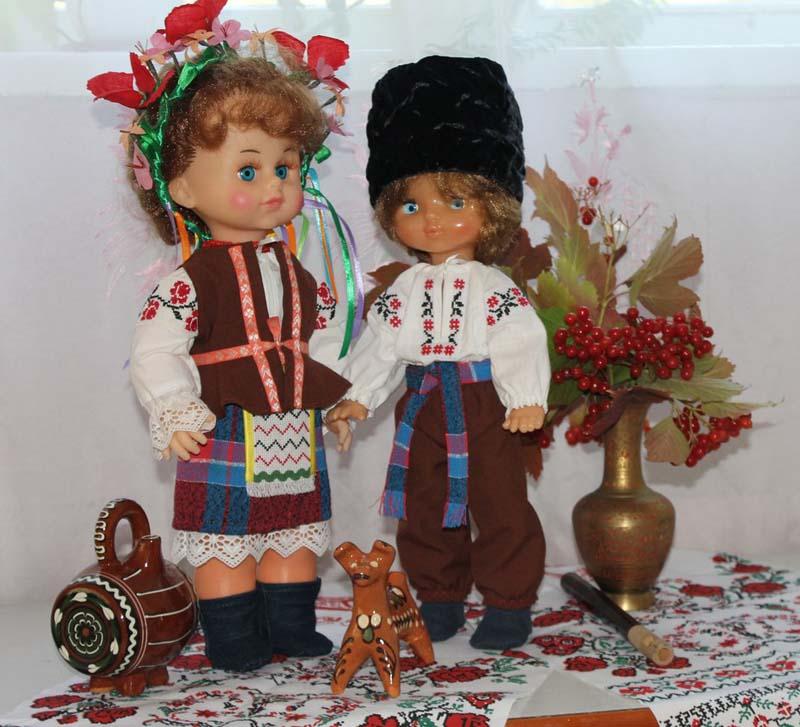 Как сшить украинский костюм на куклу Гостиная в зеленых тонах фото