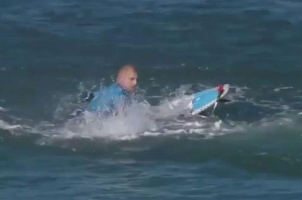 shark attack mick fanning 03