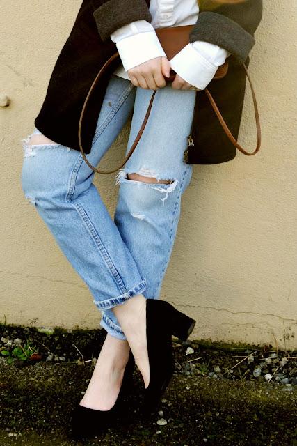 ripped, boyfriend jeans, curvy, coach bag, menswear, block heels