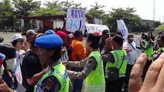 Siapkan Ratusan Petugas Keamanan, Polres Pekalongan Kota Gelar Simulasi Pengamanan Pemilukada 2015