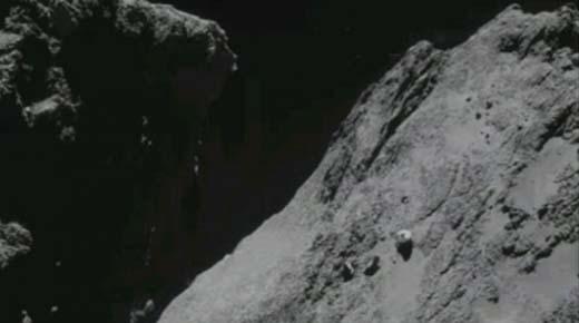 Nuevo OVNI fotografiado estacionado sobre el cometa 67P