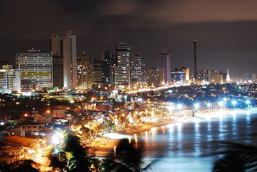 NATAL / RIO GRANDE DO NORTE / BRASIL - Passeio de Bugue, dunas douradas, lagoas e formas divertidas de escorregar pela areia diante de um mar em difer