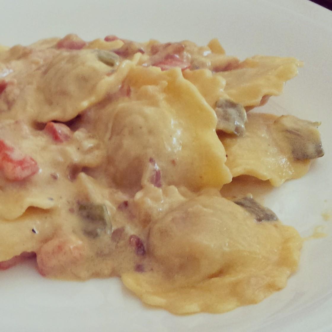Pucheros de palo raviolis de tomate con nata - Salsa de tomate y nata ...