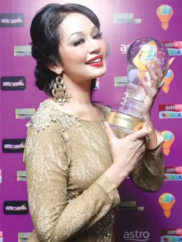 Jasmin Hamid Menang Anugerah Lawak Warna