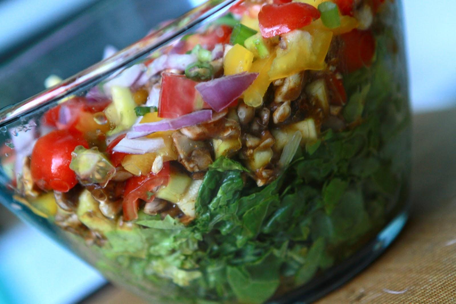 Taco Salad! (Low Fat, Raw Vegan- translation - Healthy!)
