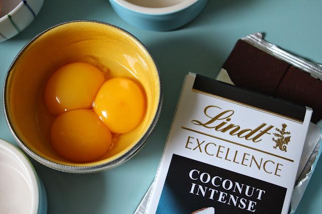 Lindt Dark Coconut Intense Chocolate Bar