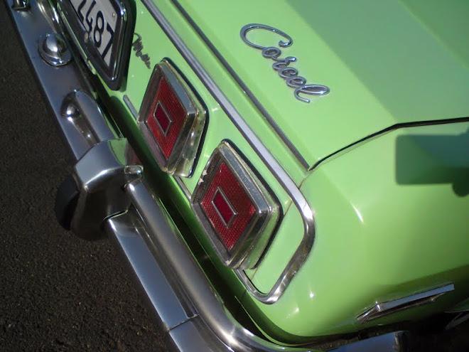 Detalhe de um velho Ford Corcel 72
