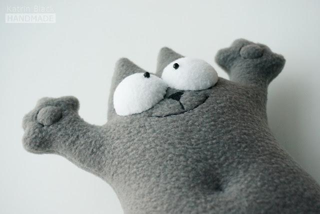 Мягкая игрушка из флиса - кот Саймона.
