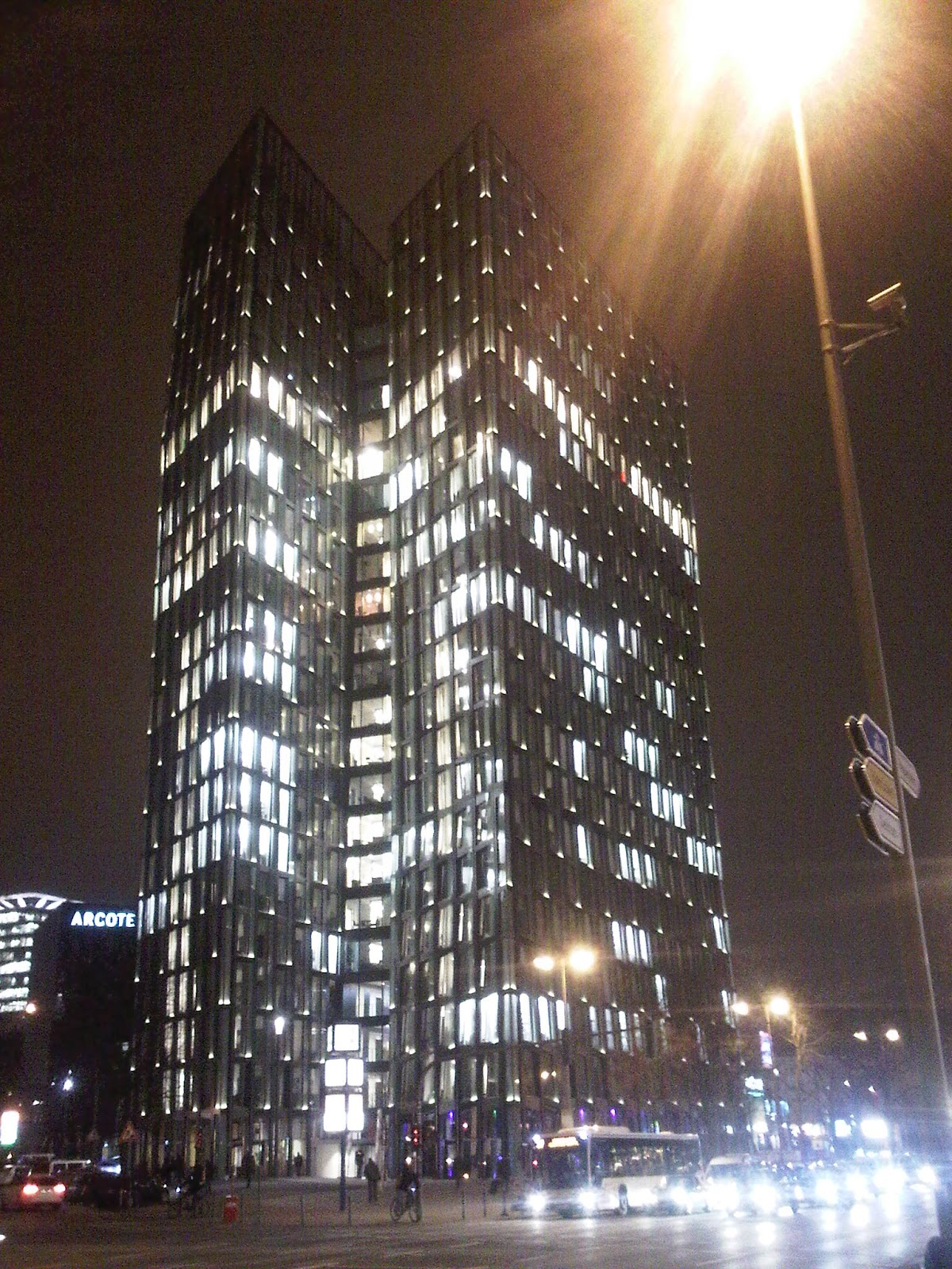 Tanzende Türme bei Nacht - Hamburg - von U-Bahn-Station St. Pauli aus