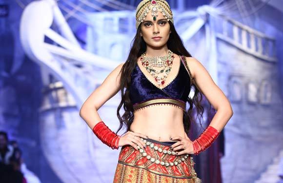 Hot Bollywood Actress Bridal Fashion Week 2013