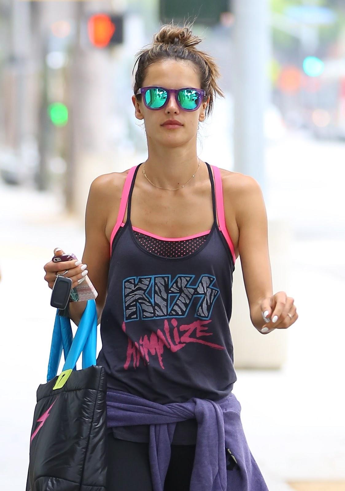http://1.bp.blogspot.com/-Rkl8JpFOJq0/UcBi5PpzbAI/AAAAAAAAiCk/gzMaRvZLiWo/s1600/Alessandra+Ambrosio+-+leaving+Yoga+class+in+Brentwood-June+17,+2013-08.jpg