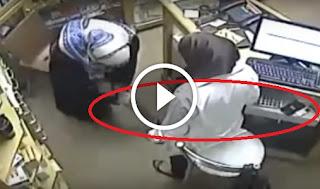 شاهد حيلة هذه الفتاة التي قامت بها لسرقة جوال الدكتورة الصيدلانية !!!