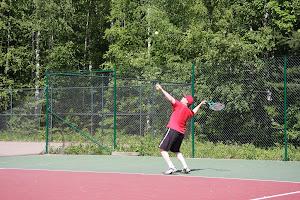 Tenniksen perusteita tenniksen alkeiskursseilla