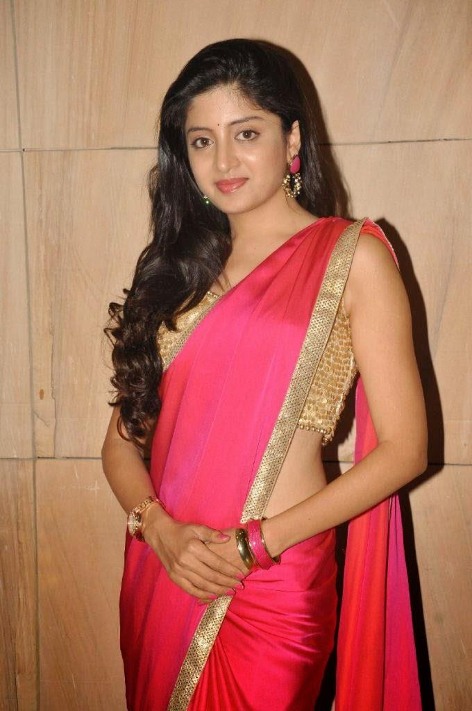 Actress Poonam Kaur NEW Photos
