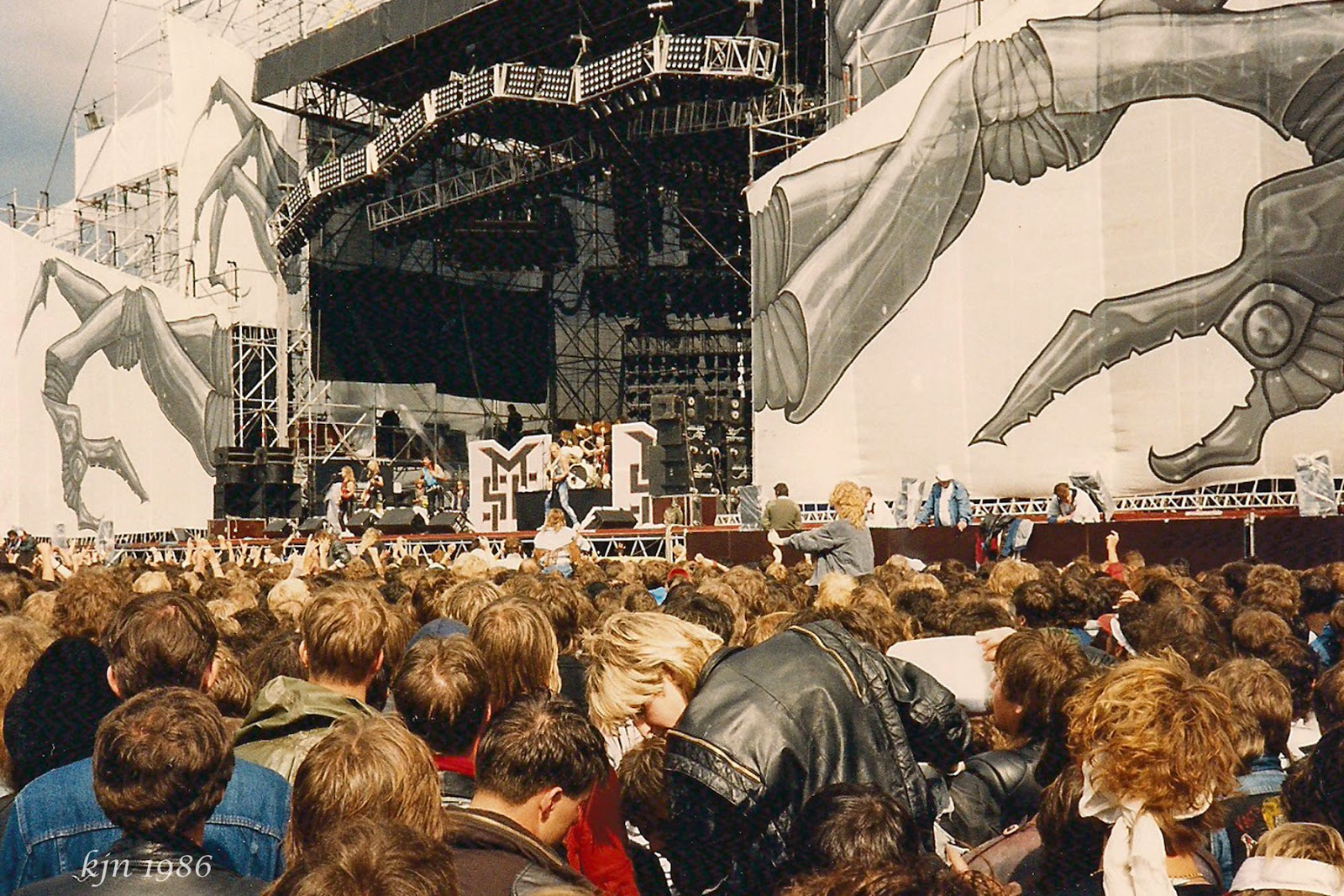 the outskirts of suburbia monsters of rock 1986. Black Bedroom Furniture Sets. Home Design Ideas