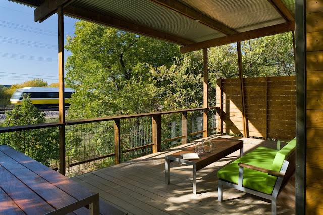 "simple furniture LEED House ""Like A Houseboat"""