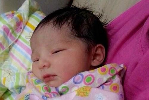 wajah bayi Che Ta dan Zain Saidin, jantina bayi Che Ta dan Zain Saidin perempuan