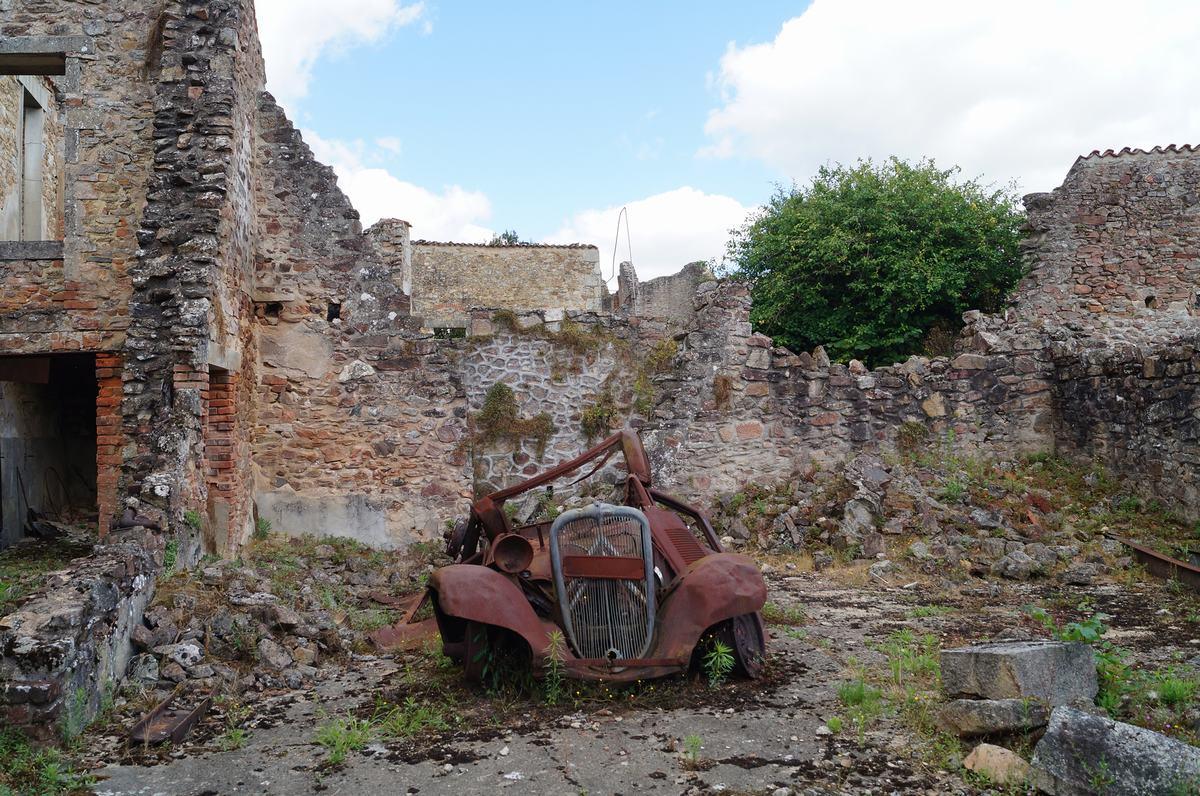 Oradour sur glane, memorial de la segunda guerra mundial, ruinas de guerra, pueblos arrasados
