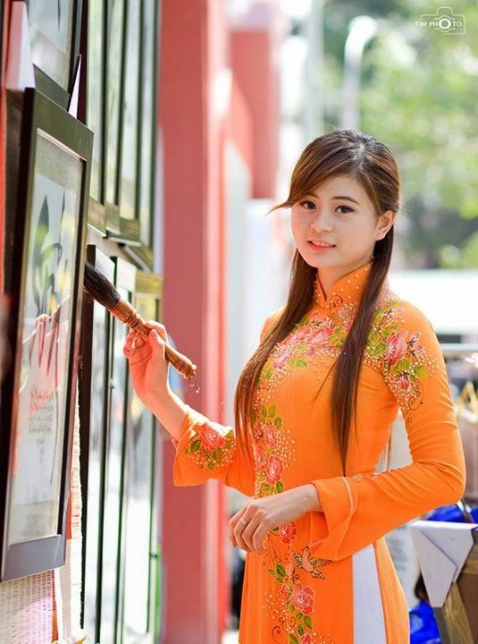 Hotgirls Châu Dương thướt tha với tà áo dài đi chơi tết 15