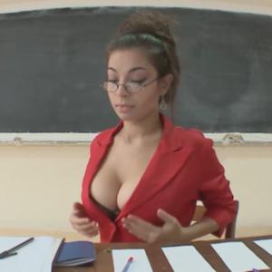 Une examinatrice déconcentre des élèves