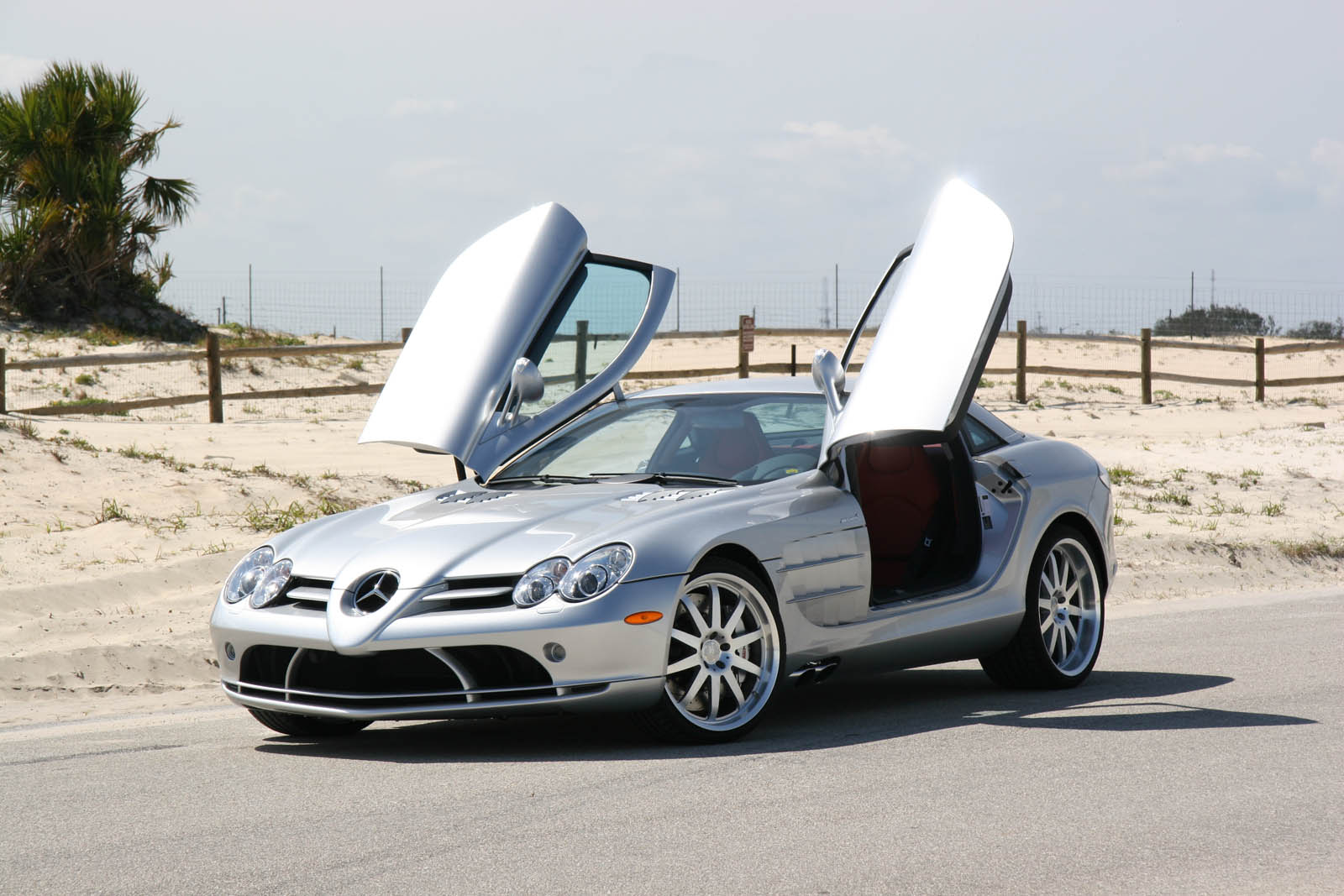 Mercedes benz news mercedes benz slr mclaren wallpapers for Mercedes benz slr