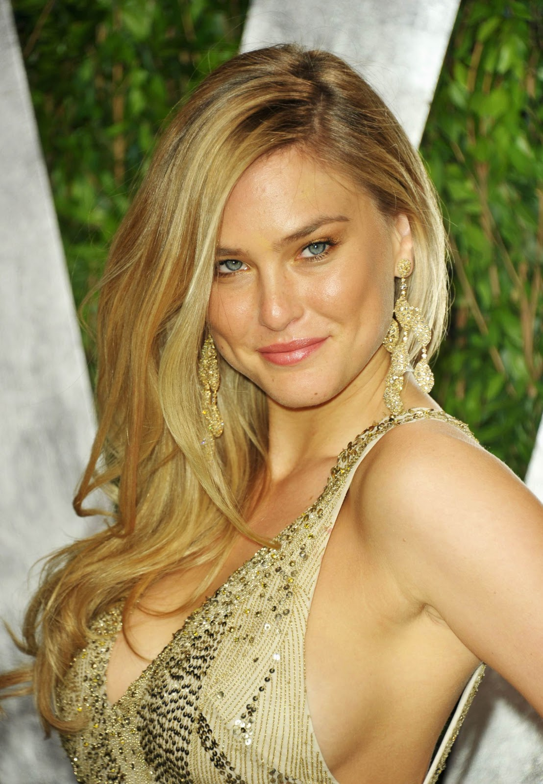 http://1.bp.blogspot.com/-RmbBRWTMtG4/T5FTJ-EG3FI/AAAAAAAAB_A/GyVy4G9jBPQ/s1600/Bar+Refaeli+Disappointed+Over+TSA+Screening.jpg