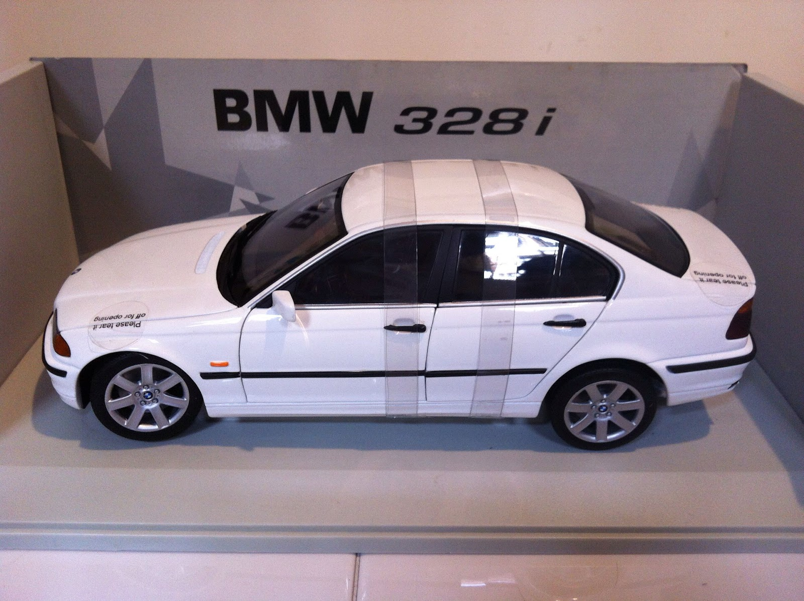 sold bmw 328i 1 18 1 18 scale diecast ut model s 65 9338 9509 singapore. Black Bedroom Furniture Sets. Home Design Ideas