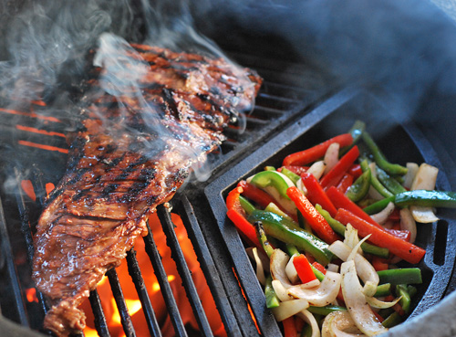 skirt steak grilled vegetables craycort cast iron grate, craycort wok, big green egg skirt steak, grill dome skirt steak