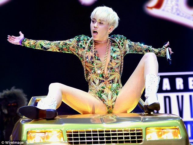 Miley cyrus performance raunchy