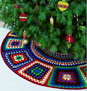 Free Crochet Granny Square Christmas Tree Pattern : twobutterflies: Crocheted Christmas Tree Skirt