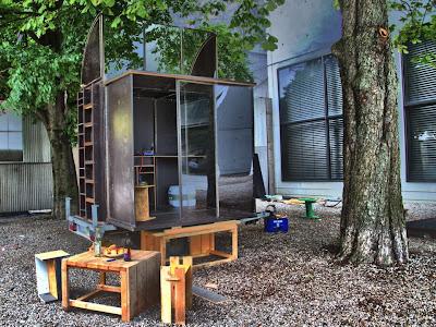 hartz iv m bel unreal estate house. Black Bedroom Furniture Sets. Home Design Ideas