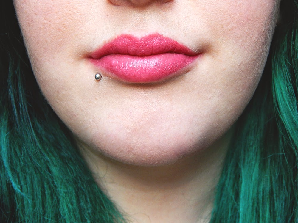 Pink lipstick NYX Louisiana