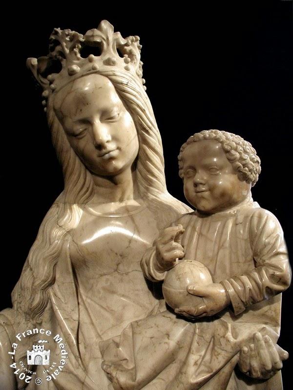 AUTUN (71) - Musée Rolin : Vierge à l'Enfant (XVe siècle)